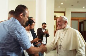 papa_francesco_con_rifugiati_siriani_sant_egidio_11_ago_2016_4